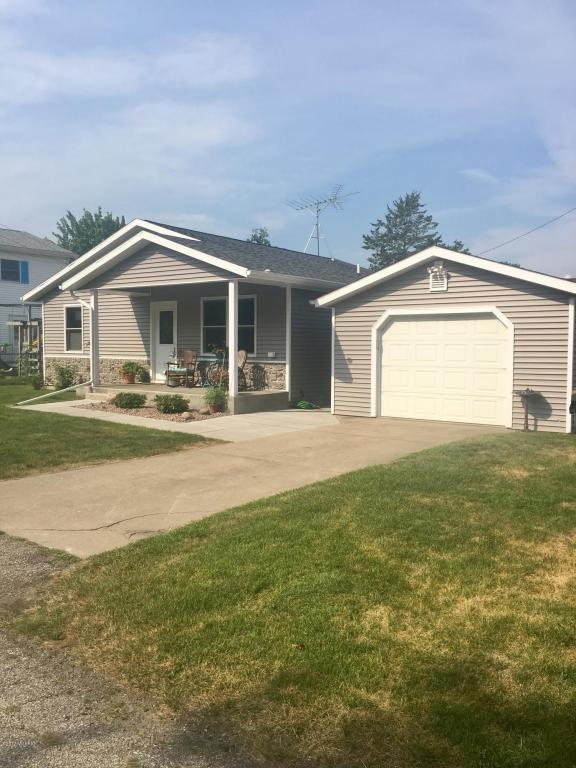 136 S Railroad Avenue, Lawton, MI 49065 (MLS #17040428) :: Matt Mulder Home Selling Team