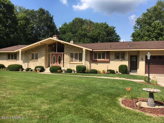 8474 Cedarcrest Drive, Jenison, MI 49428 (MLS #17041863) :: Matt Mulder Home Selling Team