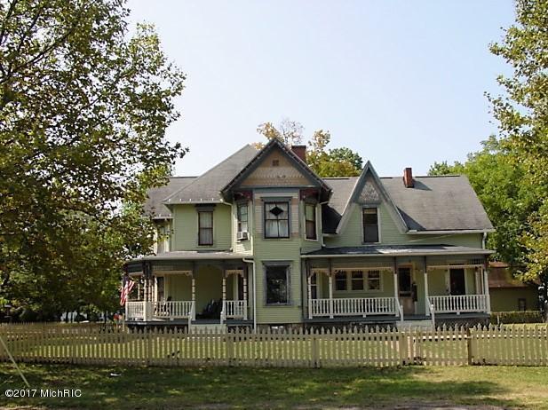 223 E Third Street, Lawton, MI 49065 (MLS #17046291) :: Matt Mulder Home Selling Team