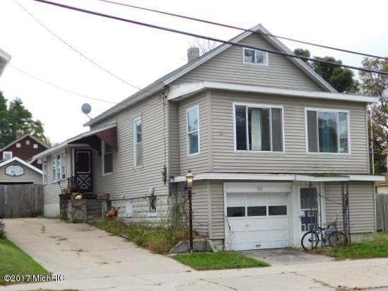 231 Fifth Avenue, Manistee, MI 49660 (MLS #17052012) :: Deb Stevenson Group - Greenridge Realty