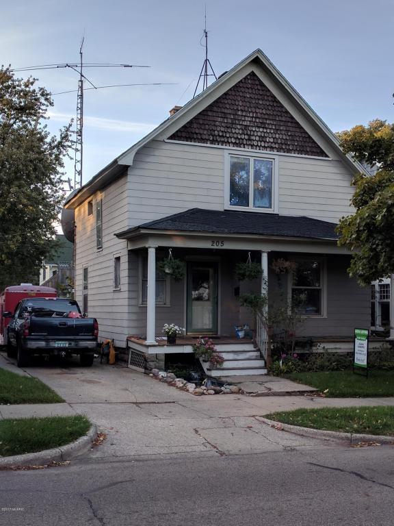 205 S 5th Street, Grand Haven, MI 49417 (MLS #17052115) :: Deb Stevenson Group - Greenridge Realty