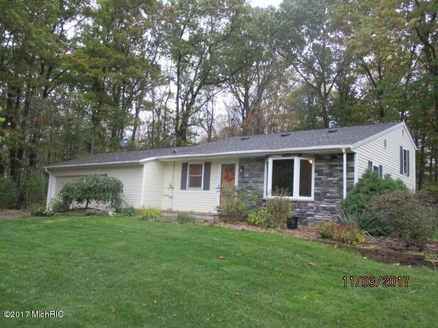 5296 Larkin Avenue NE, Comstock Park, MI 49321 (MLS #17055762) :: Matt Mulder Home Selling Team