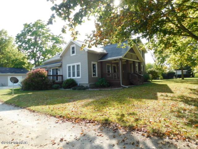 251 E Union City Road, Coldwater, MI 49036 (MLS #17057480) :: Deb Stevenson Group - Greenridge Realty