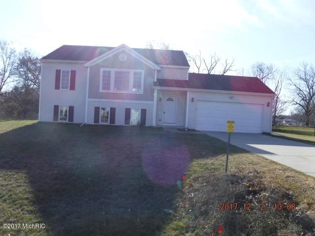 24757 Brownstone Boulevard, Mattawan, MI 49071 (MLS #17058662) :: Matt Mulder Home Selling Team