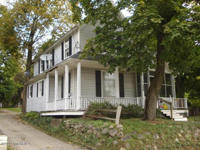 335 E Emmett Street, Battle Creek, MI 49017 (MLS #17059015) :: Matt Mulder Home Selling Team