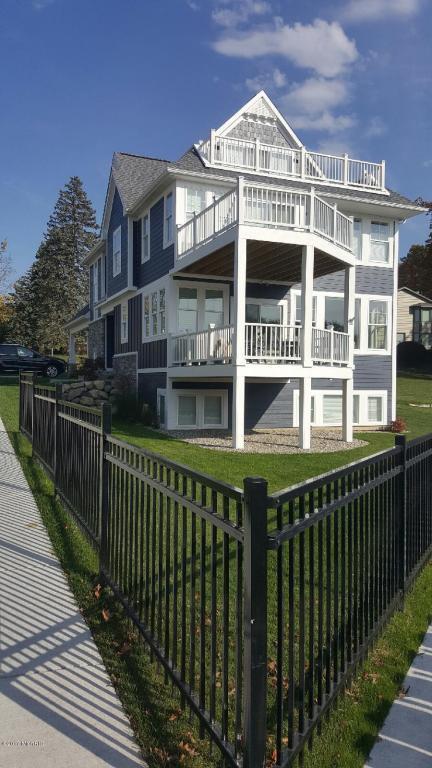 38 N Shore Drive, South Haven, MI 49090 (MLS #18006233) :: Carlson Realtors & Development