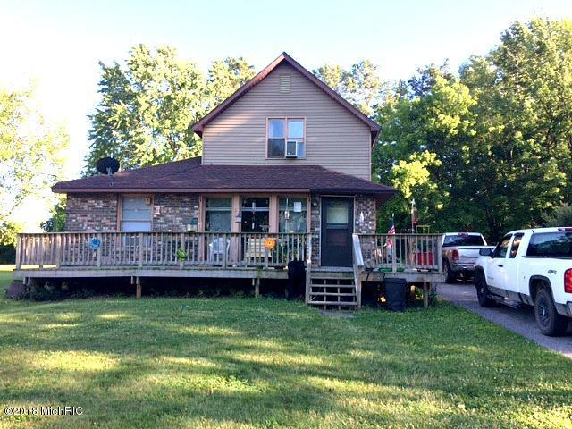 120 E Elm Street, Harrison, MI 48625 (MLS #18008745) :: Deb Stevenson Group - Greenridge Realty
