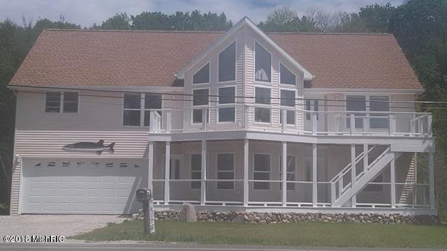 4066 Portage Point Drive, Onekama, MI 49675 (MLS #18009695) :: JH Realty Partners