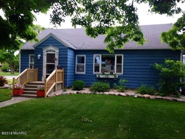 219 N Elliot Street, Lakeview, MI 48850 (MLS #18011482) :: Deb Stevenson Group - Greenridge Realty