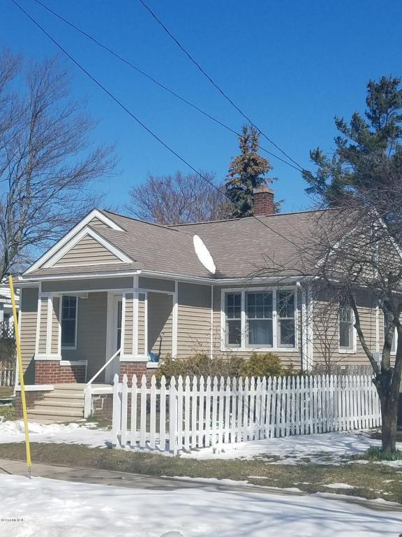 334 Seventh Street, Manistee, MI 49660 (MLS #18015826) :: JH Realty Partners