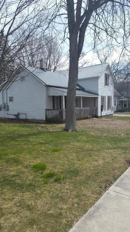 210 S Division Avenue, Fremont, MI 49412 (MLS #18016684) :: Deb Stevenson Group - Greenridge Realty