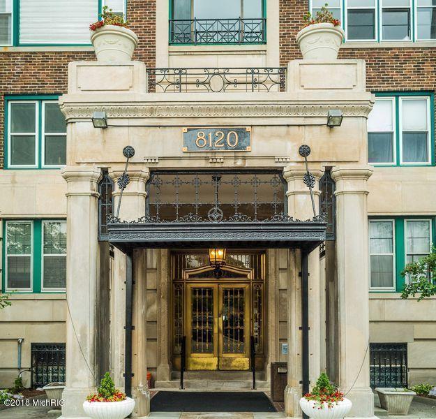 8120 E Jefferson Avenue 4B, Detroit, MI 48214 (MLS #18016879) :: Carlson Realtors & Development