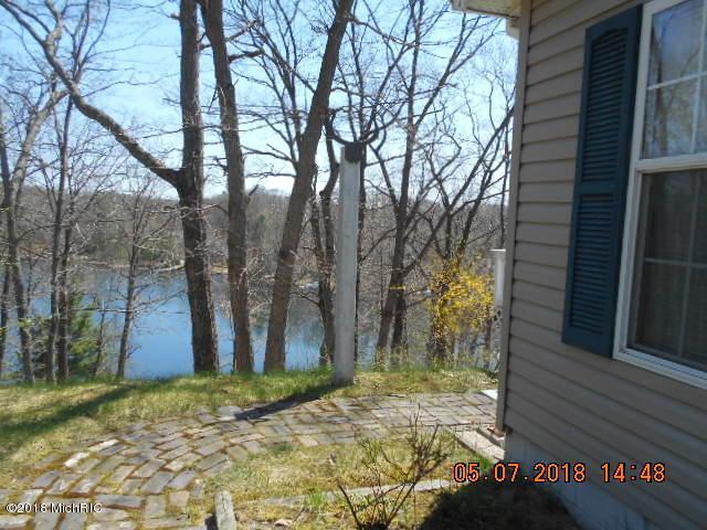 5933 E Trail Ridge Road, Fountain, MI 49410 (MLS #18019155) :: Deb Stevenson Group - Greenridge Realty
