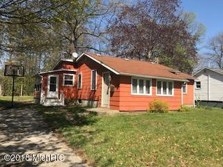 111 Bishop Street, Dowagiac, MI 49047 (MLS #18019242) :: Deb Stevenson Group - Greenridge Realty