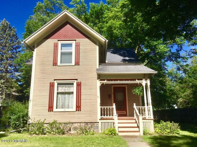 74 N Norwood Street, Hillsdale, MI 49242 (MLS #18019251) :: Deb Stevenson Group - Greenridge Realty