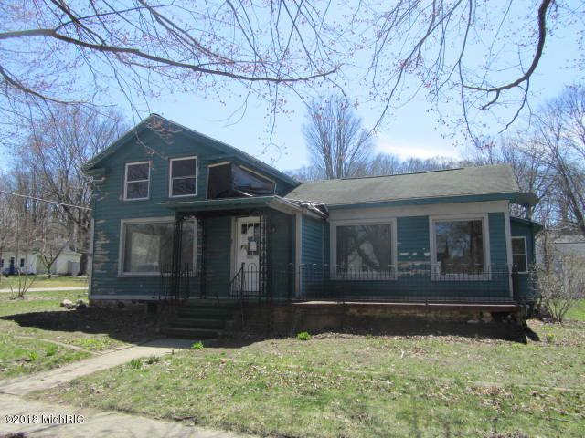 112 E Wood Street, Newaygo, MI 49337 (MLS #18019721) :: Deb Stevenson Group - Greenridge Realty