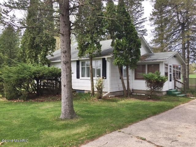9785 N Youngman Road, Lakeview, MI 48850 (MLS #18019877) :: Deb Stevenson Group - Greenridge Realty
