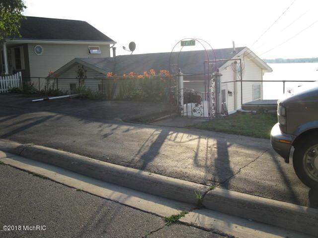 2671 S Shore Drive, Crystal, MI 48818 (MLS #18020470) :: Carlson Realtors & Development