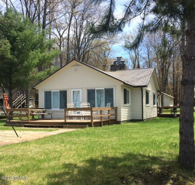 1824 Wolf Lake Drive, Baldwin, MI 49304 (MLS #18020655) :: Carlson Realtors & Development