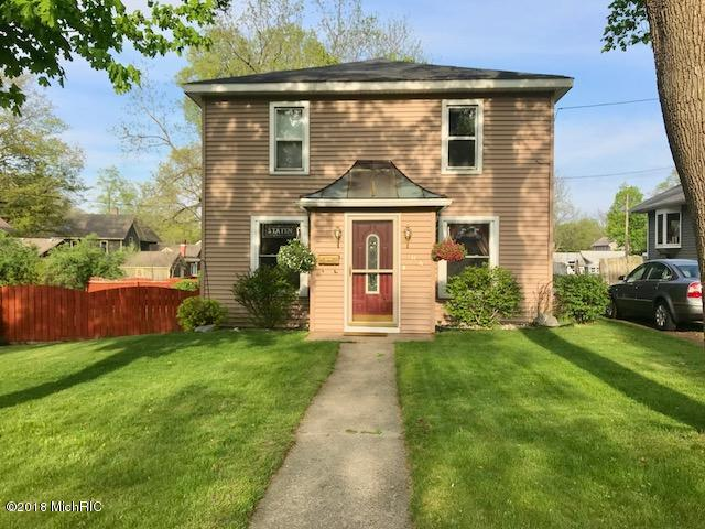 106 S Cross Street, Greenville, MI 48838 (MLS #18020762) :: Deb Stevenson Group - Greenridge Realty