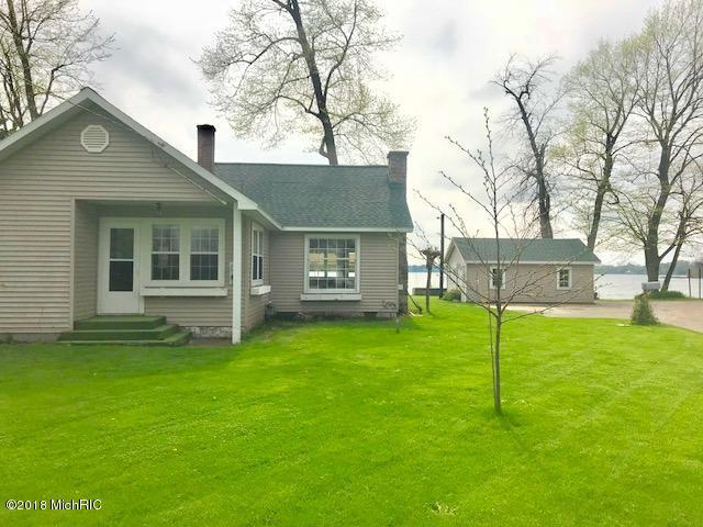 6110 Lakeview Drive, Fremont, MI 49412 (MLS #18021293) :: Deb Stevenson Group - Greenridge Realty