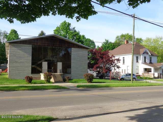 706 Broadway, Niles, MI 49120 (MLS #18021599) :: Deb Stevenson Group - Greenridge Realty