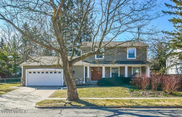 2256 Elmwood Drive SE, Grand Rapids, MI 49506 (MLS #18021988) :: Deb Stevenson Group - Greenridge Realty