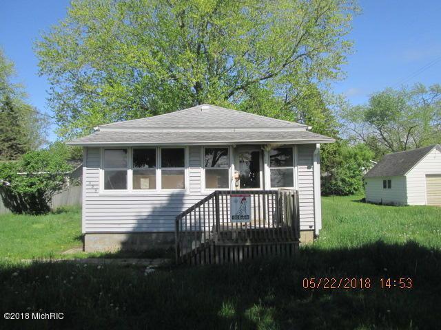 448 N Maple Street, Fennville, MI 49408 (MLS #18022619) :: Carlson Realtors & Development