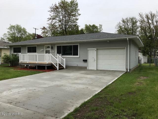 1561 W Summit Avenue, Muskegon, MI 49441 (MLS #18022853) :: Carlson Realtors & Development