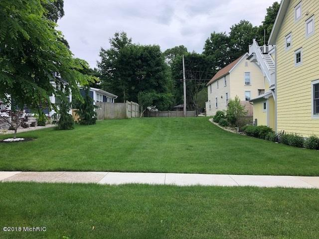 320 Clinton Avenue, Grand Haven, MI 49417 (MLS #18029029) :: 42 North Realty Group