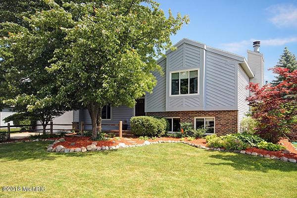 2516 Mapleview Street SE, Kentwood, MI 49508 (MLS #18029129) :: JH Realty Partners