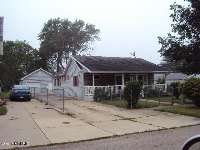 306 Magnolia Street, Three Oaks, MI 49128 (MLS #18029185) :: Matt Mulder Home Selling Team