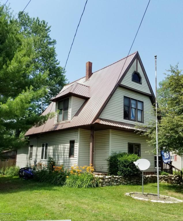 417 S Stewart Avenue, Fremont, MI 49412 (MLS #18031669) :: Carlson Realtors & Development