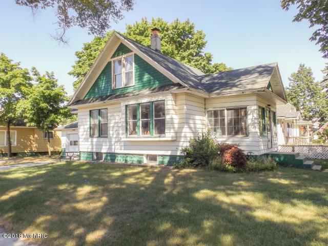 801 E Loomis Street, Ludington, MI 49431 (MLS #18032429) :: Deb Stevenson Group - Greenridge Realty