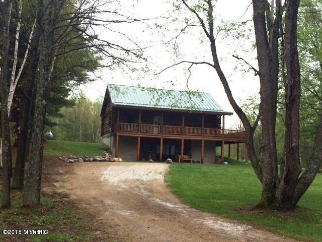 9334 S Deer Lake Road, Reed City, MI 49677 (MLS #18032910) :: Carlson Realtors & Development
