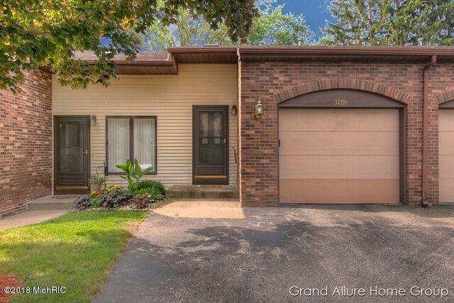 3256 Arrowhead Arms Court #36, Grandville, MI 49418 (MLS #18033442) :: 42 North Realty Group