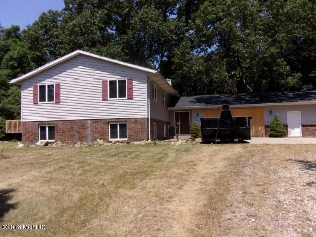 6814 W B Avenue, Plainwell, MI 49080 (MLS #18033881) :: Carlson Realtors & Development