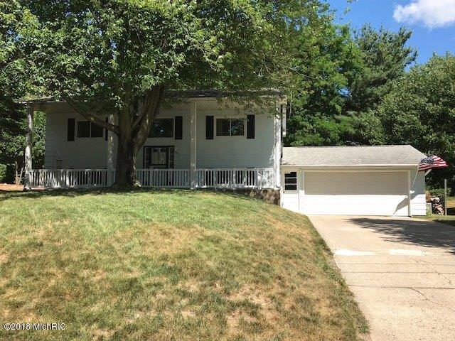 726 N Beebe Avenue, Fremont, MI 49412 (MLS #18034157) :: Carlson Realtors & Development