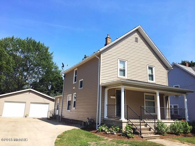 305 Oak Street, Three Oaks, MI 49128 (MLS #18035045) :: Deb Stevenson Group - Greenridge Realty