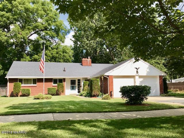 1121 S Grinnell Street, Jackson, MI 49203 (MLS #18039820) :: Deb Stevenson Group - Greenridge Realty