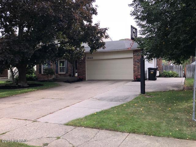 3848 Meadowood Lane SW, Grandville, MI 49418 (MLS #18043613) :: Carlson Realtors & Development