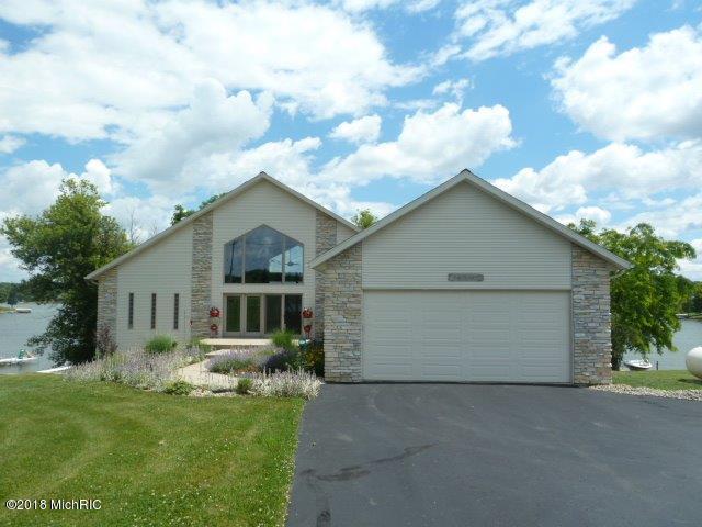 14263 W Diane Drive, Camden, MI 49232 (MLS #18044441) :: Matt Mulder Home Selling Team