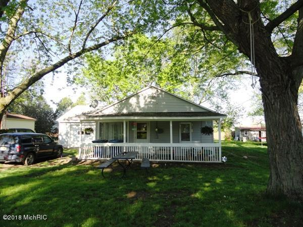 526 S Walker Street, Bronson, MI 49028 (MLS #18046023) :: Deb Stevenson Group - Greenridge Realty