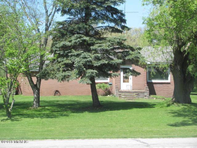 1824 E Parkdale Avenue, Manistee, MI 49660 (MLS #18046118) :: Deb Stevenson Group - Greenridge Realty