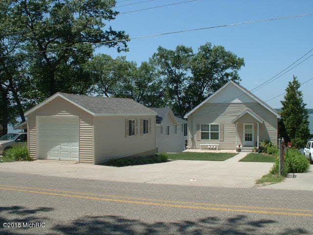 9327 Catalpa Avenue, Newaygo, MI 49337 (MLS #18048451) :: Deb Stevenson Group - Greenridge Realty