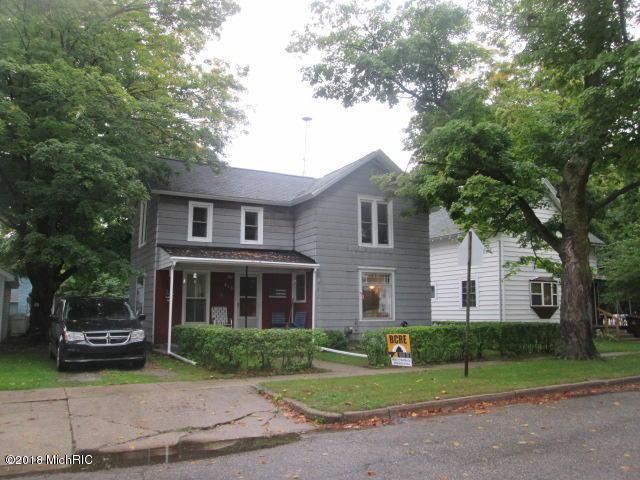 413 N Queen Street, Nashville, MI 49073 (MLS #18048570) :: Deb Stevenson Group - Greenridge Realty