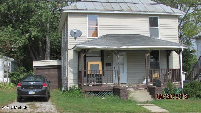 127 E South Street, Hillsdale, MI 49242 (MLS #18049172) :: Deb Stevenson Group - Greenridge Realty