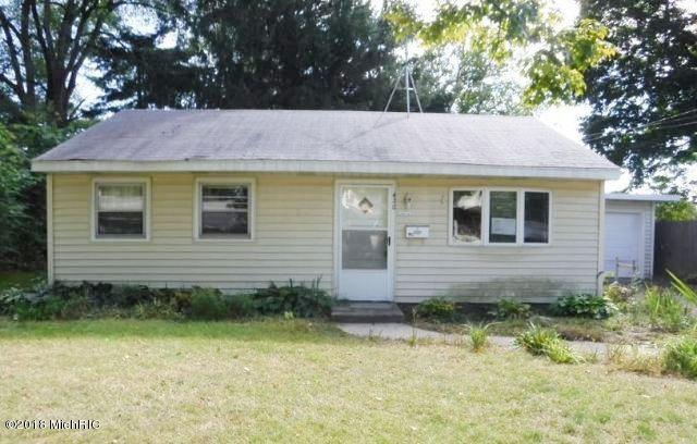420 E Oak Street, Hartford, MI 49057 (MLS #18049960) :: Deb Stevenson Group - Greenridge Realty