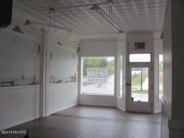 135 Washington Street, Manistee, MI 49660 (MLS #18050575) :: Deb Stevenson Group - Greenridge Realty