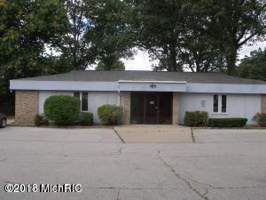 2155 W Sherman Boulevard, Norton Shores, MI 49441 (MLS #18050582) :: Deb Stevenson Group - Greenridge Realty